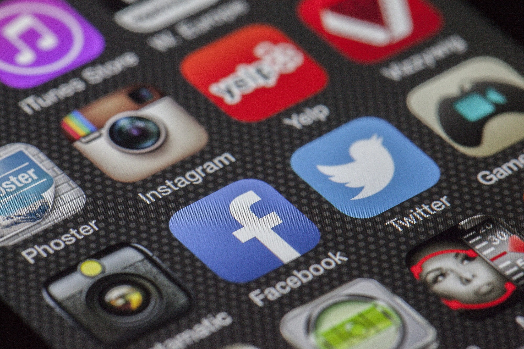 9 Tips On How to Market Yourself on Social Media