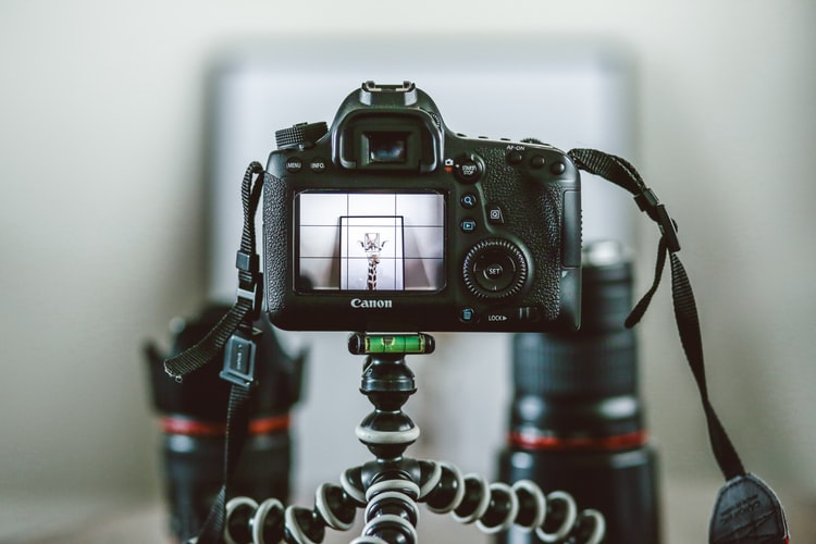 Re-Distributable E-book on Digital Photography