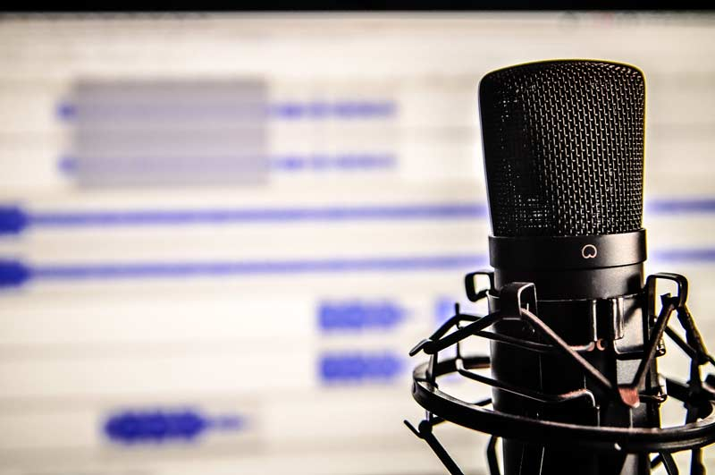 record a Voice over in English,  in frensh and in arabic