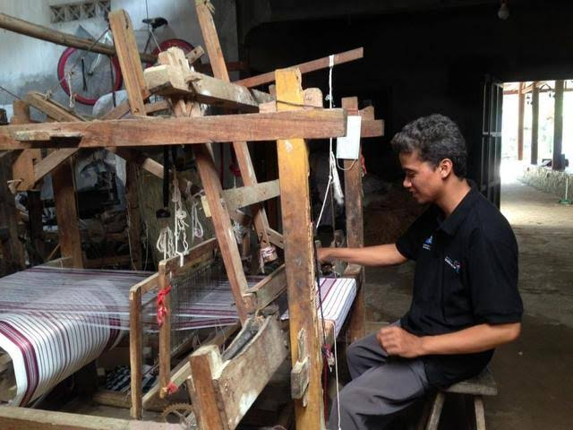 300 Seconds Traditional Weaving Video