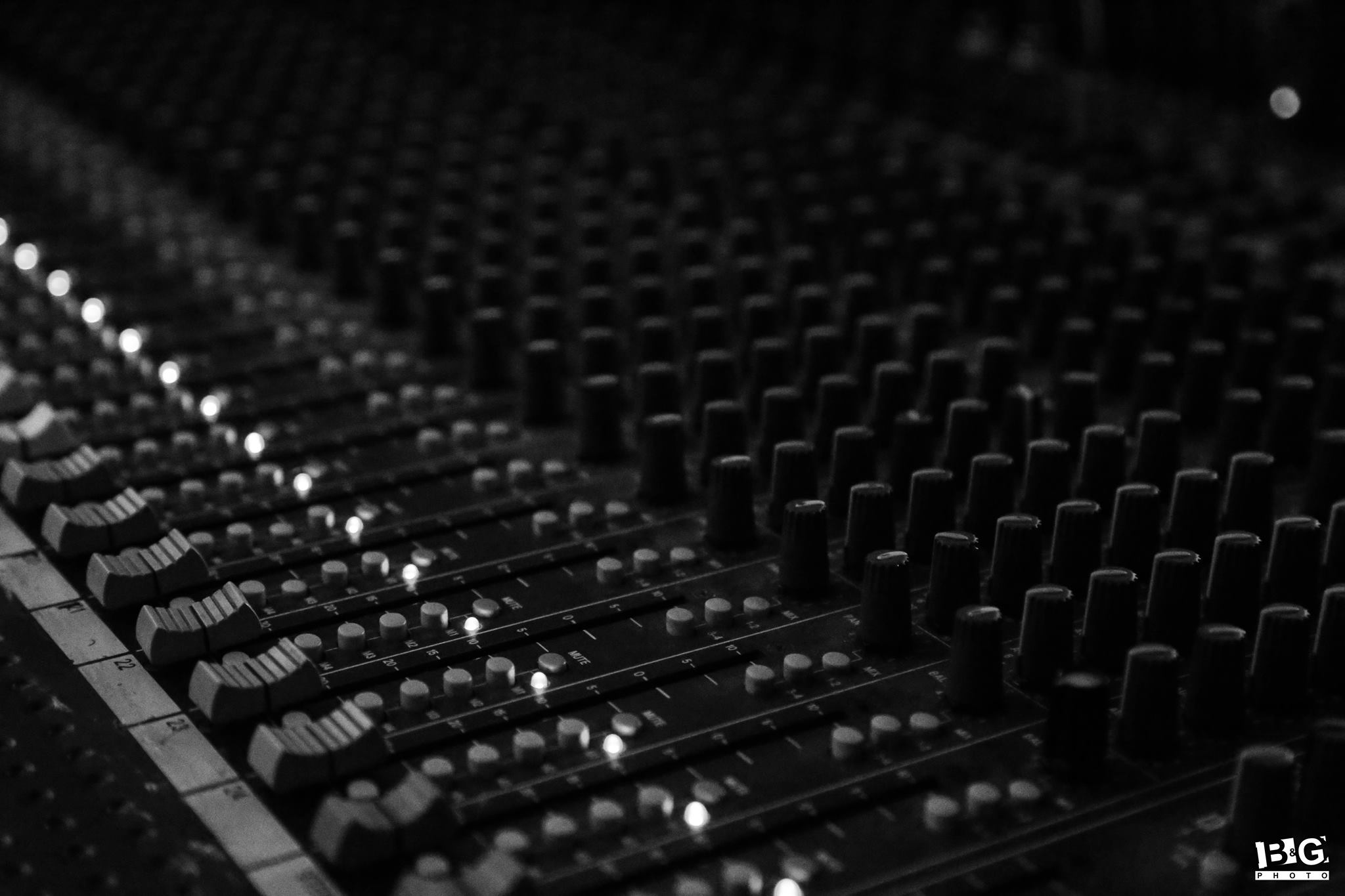 Compose and record a drum track for your song, midi or live