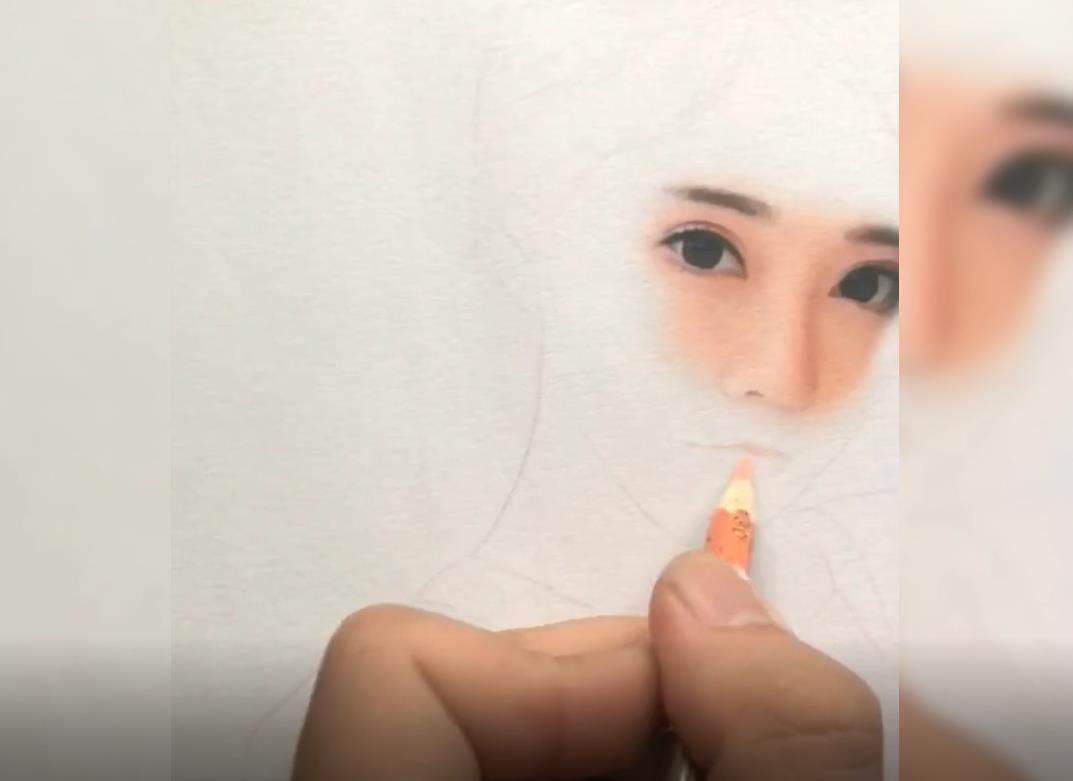Draw a portrait with colored pencils and record the process with video